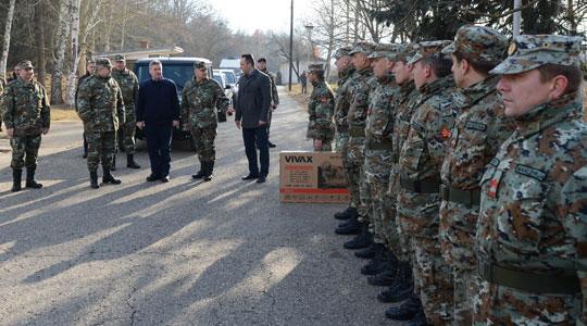 Претседателот Иванов ќе ги посети војниците во касарната Чојлија