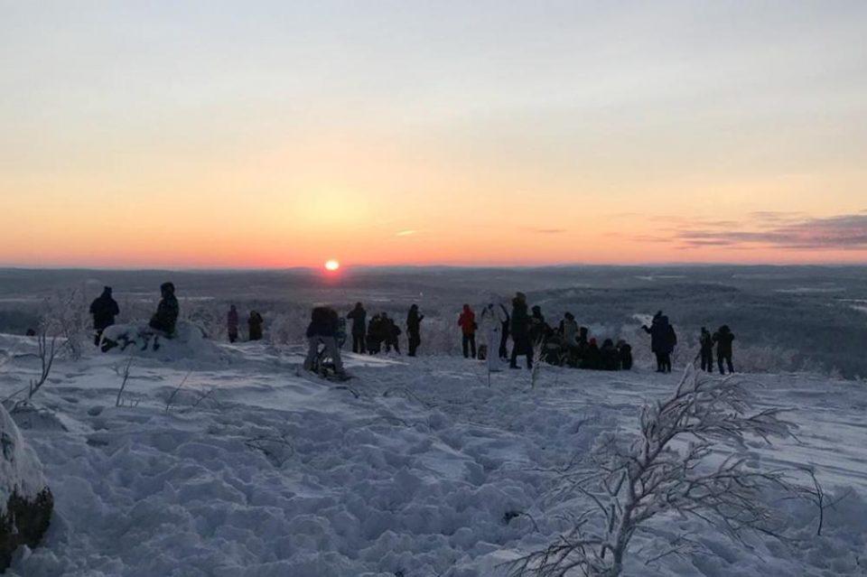 Преживеале ноќ долга 40 дена: Вака Русите ги очекуваат првите сончеви зраци, нивната радост не може да се опише (ФОТО+ВИДЕО)