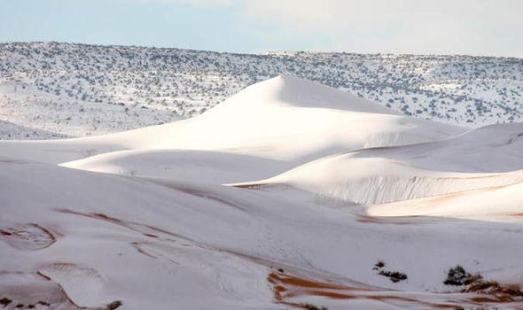 НЕВЕРОЈАТНА ГЛЕТКА: Падна снег во Сахара (ФОТО)