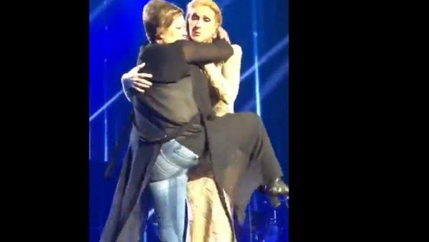 Пијана обожавателка се качи на сцената и и се фрли на Селин Дион, а публиката занеме како пејачката и одговори (ВИДЕО)