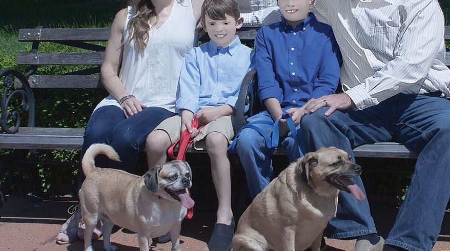 Не е шега: Направиле семејни фотографии, но на ова не се надевале (ФОТО)