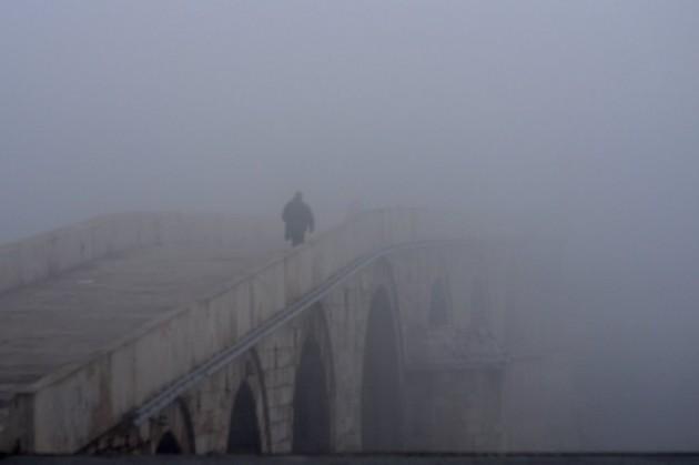 Порака од младите до Шилегов: Во Скопје се дише само со маска (ФОТО)