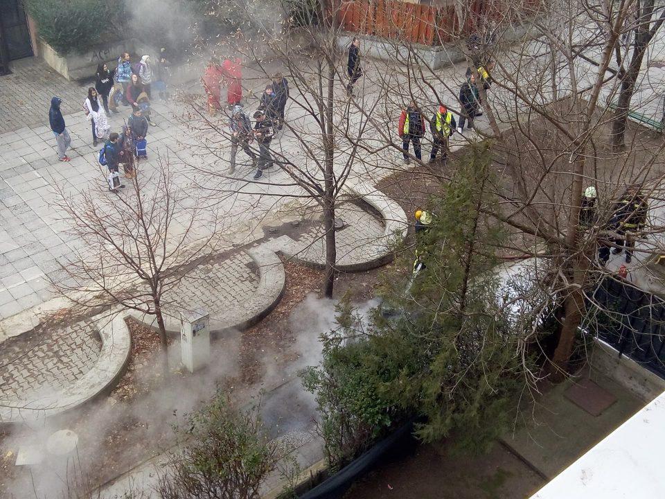 Драма во Ново Лисиче: Пожар во зграда, жителите заробени во своите станови се гушea во чад (ФОТО)