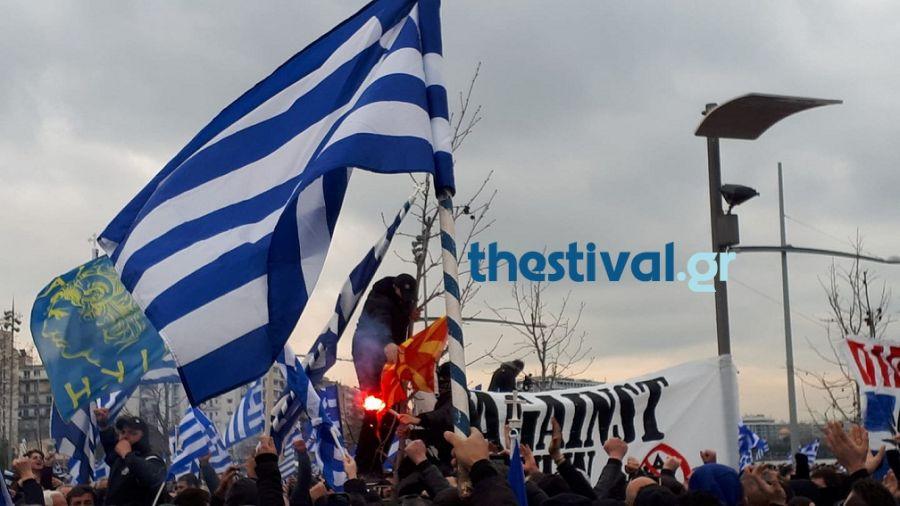 ВМРО-ДПМНЕ најостро ги осудува националистичките испади на протестите во Грција