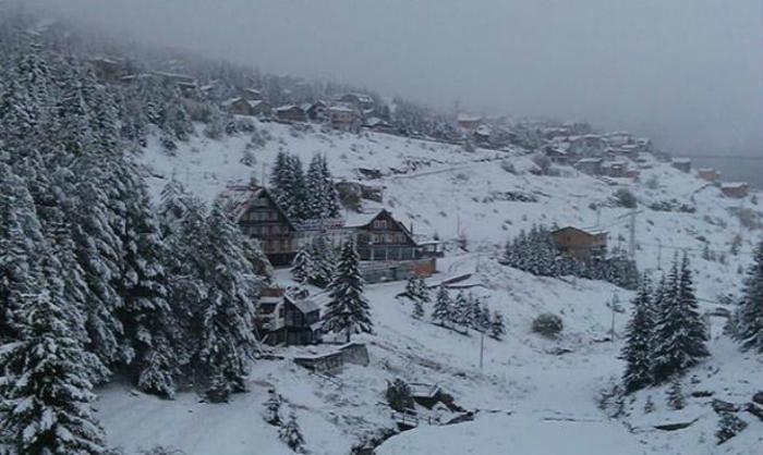 Снег на Попова Шапка и Маврово, забрана за камиони на патот Маврово-Дебар и Гостивар-Кичево
