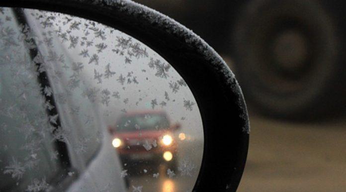 Возете внимателно: Сообраќајот по влажни коловози, можна појава на одрони- еве каде вее снег во моментов