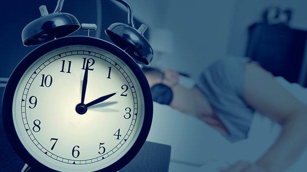 За да бидете среќни цел ден, еве колку часа и минути е потребно да спиете
