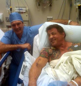 Силвестер Сталоне итно пренесен во болница!