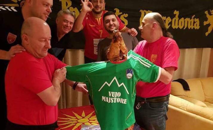 ФОТО: Македонските навивачи со непријатно изненадување за Вујо во Загреб