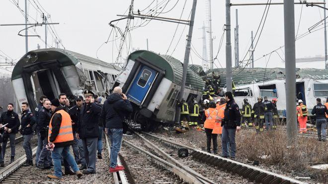 ФОТО: Железничка несреќа во Милано, најмалку тројца загинати, 110 повредени