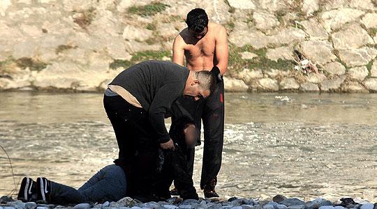 Позната состојбата на девојката која скокна во Вардар- од водите ја извадил нејзиниот татко