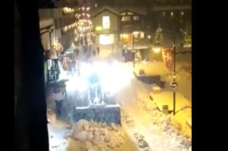 Драма на швајцарските Алпи: 13.000 туристи заробени во скијалиште поради страшна снежна бура (ВИДЕО)