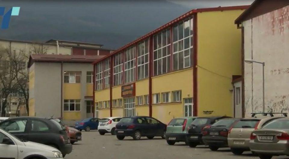 ФОТО: Шипка падна врз глава на девојче во скопско училиште, повредата е ужасна