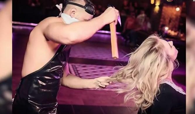 Жените полудеа по ова: Секси Русин ги шиша со секира (ВИДЕО)