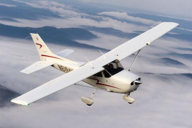 Најмалку тројца загинати при пад на мал авион во САД