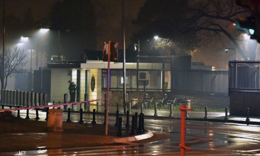 ФОТО: Ова е човекот кој фрли бомба врз Американската амбасада во Подгорица?