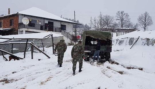 Болни дечиња од штипско со армиски возила пренесени во болница