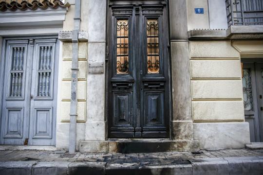 ФОТО: Експлозија пред ателјето на сопругата на Мицотакис