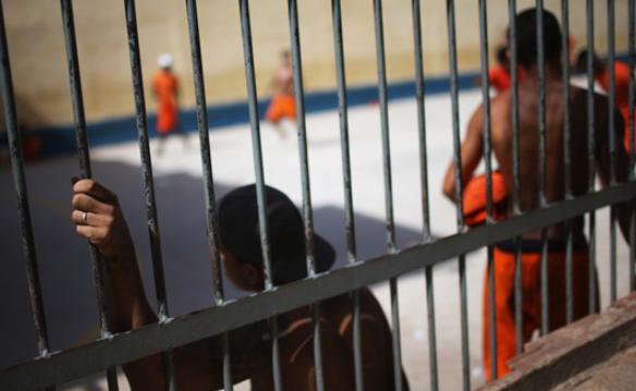 Драма во Бразил: Бунт во затвор, чувари неколку часа држени во заложништво