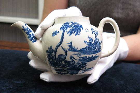 Навидум ова е само обичен чајник, но од неговата цена ќе ви се заврте во глава
