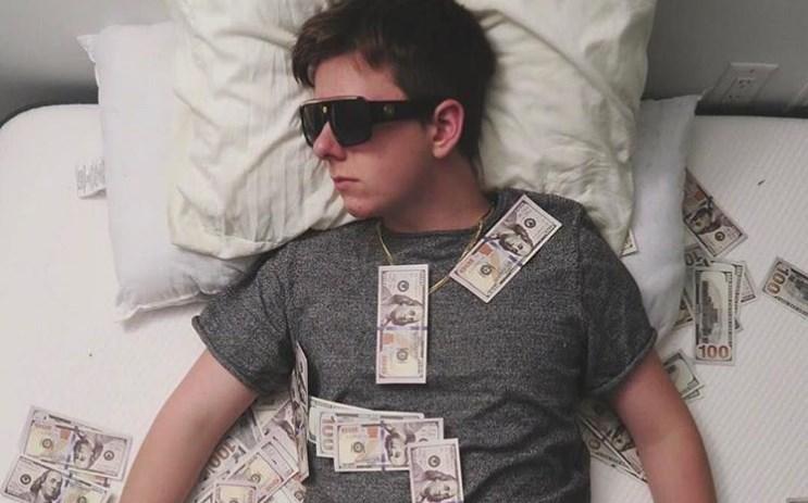 Има само 19 години, се збогати преку ноќ и порачува: Ако за 10 години не станете милионер, сами сте криви (ФОТО)