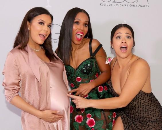 Убава и неодолива: Бремената Ева Лонгорија ги освои сите со својот изглед (ФОТО)