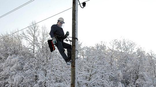 Екипите на ЕВН ги санираат дефектите Каде нема струја поради невремето?