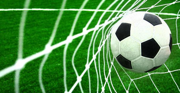 Голема трагедија: 13-годишен фудбалер почина на сред натпревар (ФОТО)