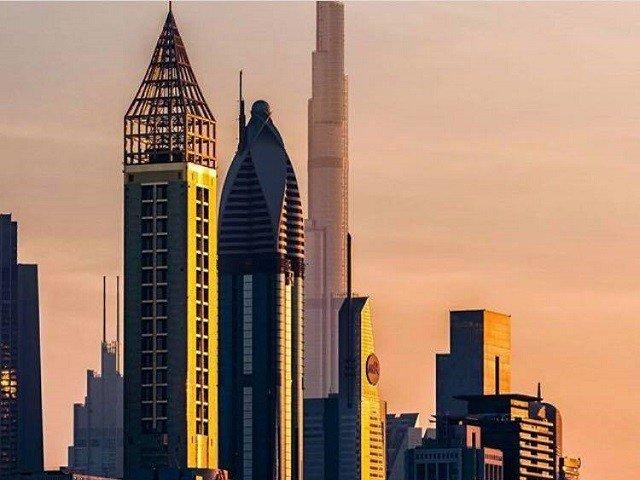 Во Дубаи почнуваат со работа кафулињата и рестораните