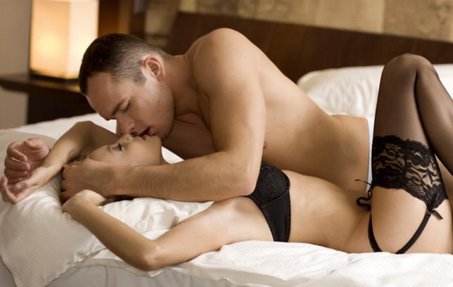 Седум причини зошто мажите сакаат постари жени во својот кревет
