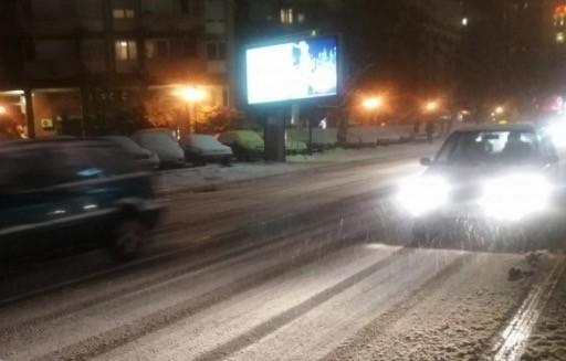 Снегот го изненади Шилегов во февруари- улиците прекриени со снег, сообраќајот отежнат, службите потфрлија