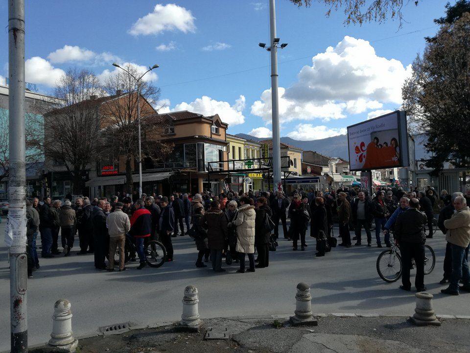 """Вработените во """"Еурокомпозит"""" на улица, бараат Заев да ги исполни ветувањата"""