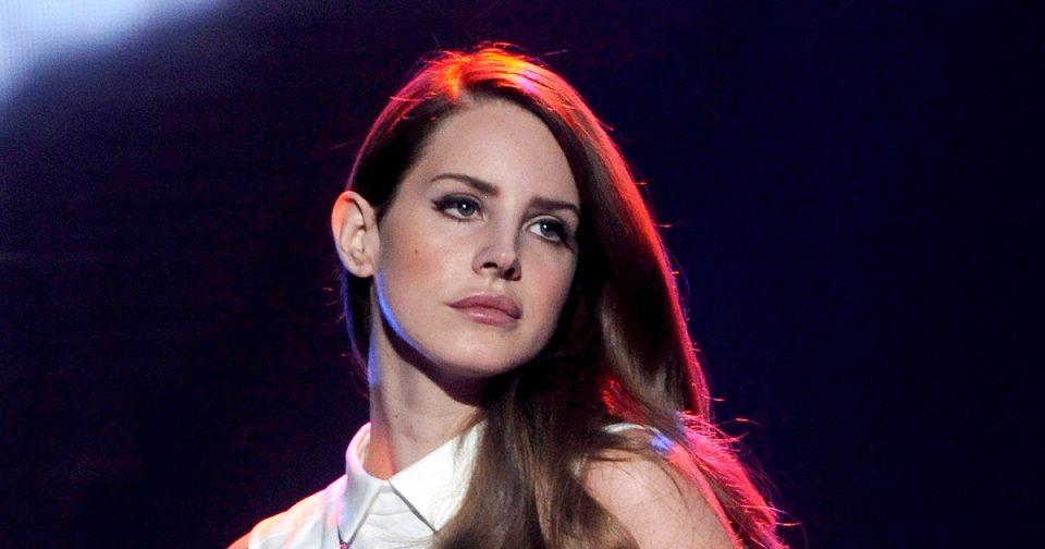 ФОТО: 15 кила плус и разбушавена коса- Славната пејачка ги запрепасти фановите