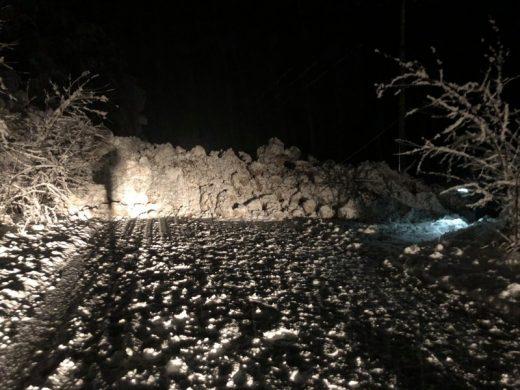 Лавина од снег и камења: Патишта во Македонија завеани- еве каде има забрана за возила
