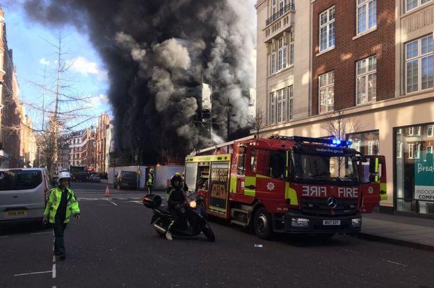ФОТО: Голем пожар во центарот на Лондон