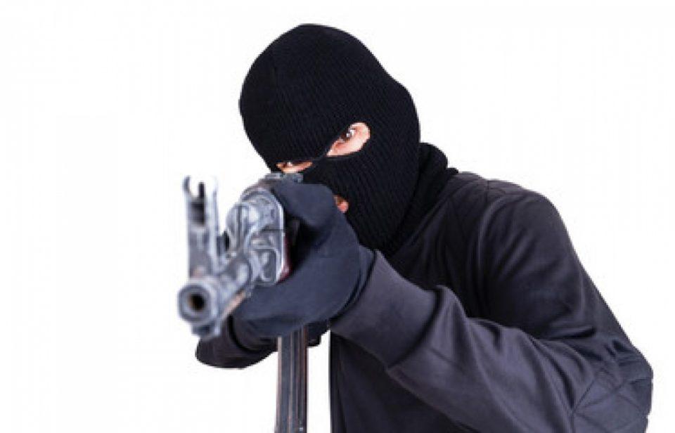 Детали за разбојништвото во Визбегово: Како вооружените лица го спроведоа филмскиот грабеж?