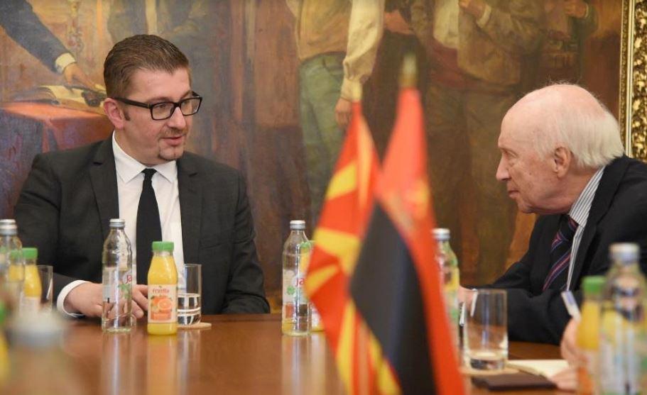 Средба Мицкоски-Нимиц: Решението за кое се преговара треба да ги запазува државните интереси и да не го загрозува националниот идентитет