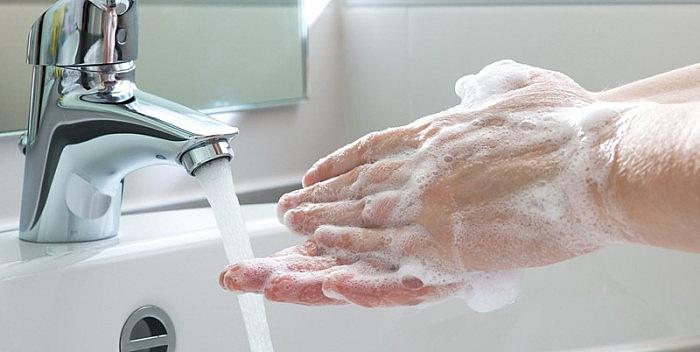 ФОТО: Колку Македонците во проценти ги мијат рацете по одењето во тоалет, а колку нашите соседи?