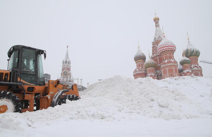 По рекордните врнежи, комуналните служби во Москва ќе исчистат 72 милиони метри кубни снег