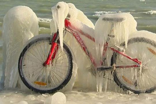 Ужасна статистика: Најмалку 46 лица починаа од студ во Европа