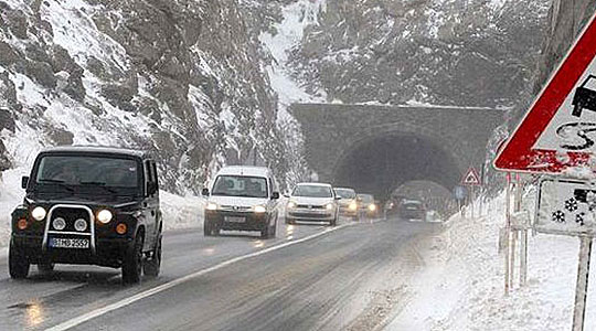 Врнежи од снег на сите патни правци во Македонија