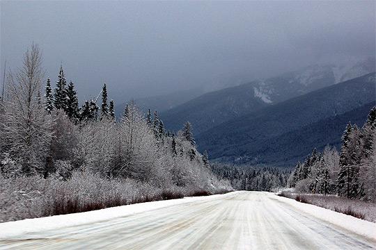 Три села во скопско отсечени поради снежните врнежи