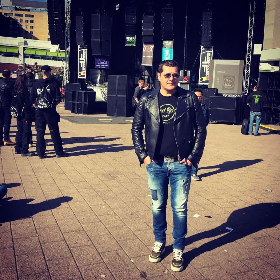 Опседната обожавателка на Пејовиќ: Ќе си ги пресечам вените, па ќе се фрлам во река ако ме оставиш
