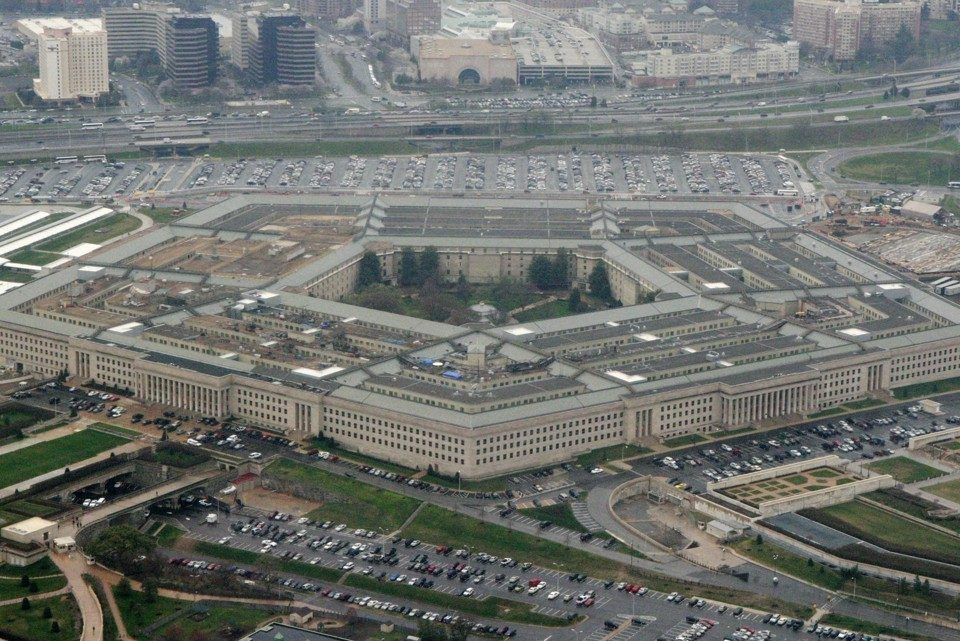 Пентагон претпоставува дека со месеци ќе трае кризата со новиот коронавирус во САД