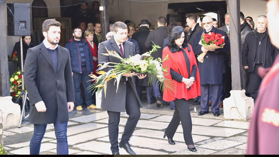 Делегација на ВМРО-ДПМНЕ положи свежо цвеќе на гробот на Гоце Делчев