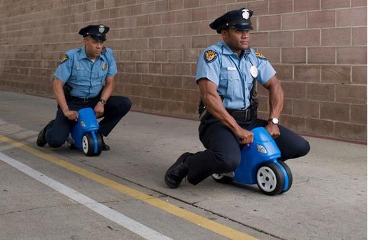 Полицајци халуцинирале на должност, изеле колачи со дрога