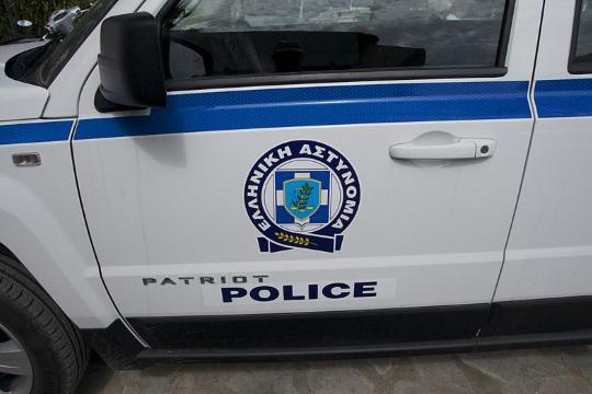 Во Атина фрлена рачна бомба врз полициска станица, едно лице повредено