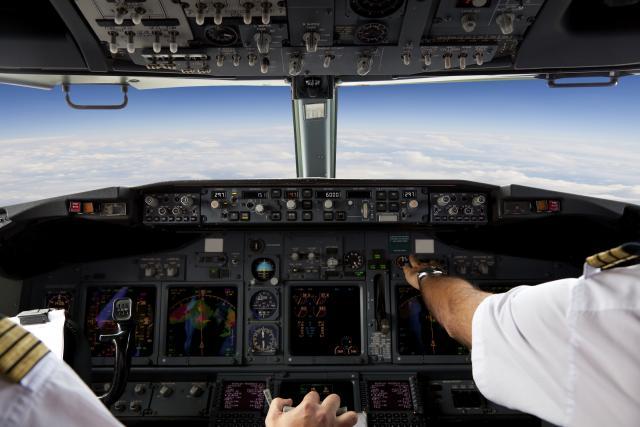 Љубов или лудило: Тоа што овој пилот го направи за Денот на вљубените е романтично, но и ризично