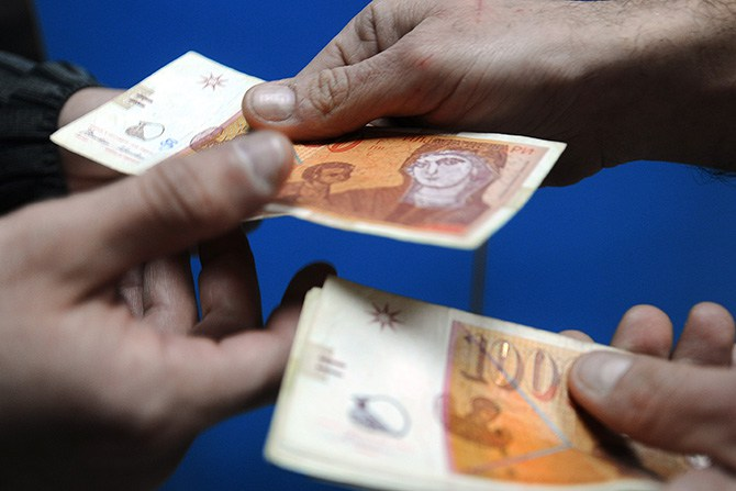 Дебата за минималната плата на пленарна седница