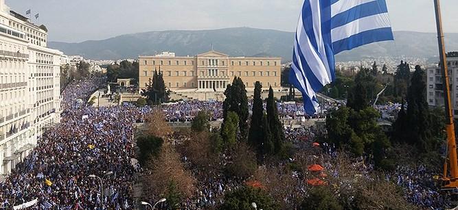 """ФОТО: Протестот помасовен од очекуваното, освен плоштадот """"Синтагма"""", сите централни улици се преполни со народ"""